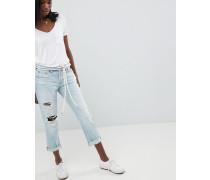Mittelhohe Jeans mit geradem Bein Zierrissen und Abnutzungen