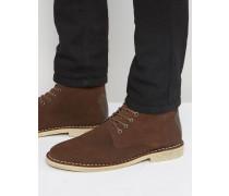 Desert Boots in braunem Wildleder mit Leder-Applikation