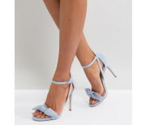 Sandalen mit Absatz vorn