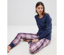 Karierter Schlafanzug