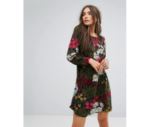 Ausgestelltes Kleid mit Blumenmuster