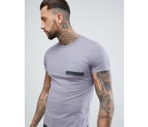 T-Shirt mit Stufensaum und bedruckter Tasche