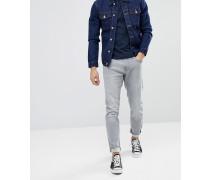 Schmal geschnittene Jeans in hellgrauer Waschung