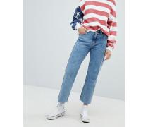 Kurz geschnittene Jeans mit geradem Beinschnitt und Fransensaum