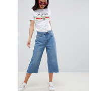 Kurze Jeans mit weiten Beinen