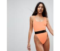 Badeanzug mit hohem Beinausschnitt und elastischem Taillenbund