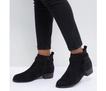 Mit geflochtenen Riemen verzierte Ankle-Boots