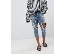 Kingpins - Kurz geschnittene Boyfriend-Jeans in extremer Distressed-Optik