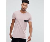 T-Shirt mit Stufensaum und gestreifter Tasche
