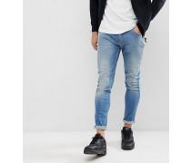 Jeans in Muskelform und mittelblauer Waschung im Used-Look