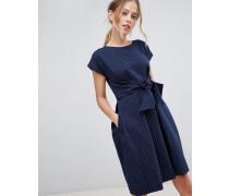 Kleid mit Taillenschnürung