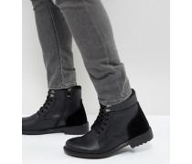 Geschnürte Stiefel in Schwarz