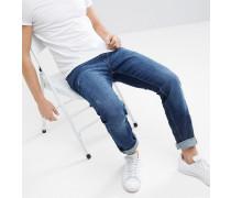 Schmal geschnittene Jeans mit normaler Waschung