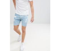 Jeansshorts mit heller Waschung und Rissen
