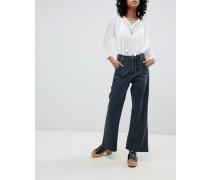 Kurz geschnittene Jeans mit hohem Bund weitem Bein und Kontrastnähten