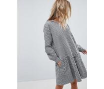 Kleid mit Karomuster und abfallendem Saum