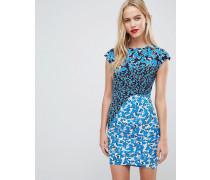 Figurbetontes Kleid im Farbblock-Stil