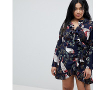 Kleid in Wickeloptik mit Rüschen