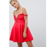 Kleid mit Carmen-Ausschnitt und Häkelborte