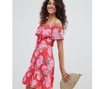 ASOS DESIGN Tall - Schulterfreies Sommerkleid mit mehrlagigem Rock und Blumenmuster
