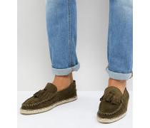 Espadrilles aus Wildleder in Khaki mit Quasten und breiter Passform