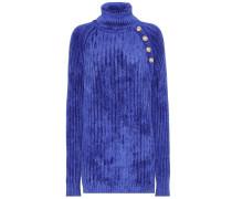 Gestrickter Pullover mit Verzierung