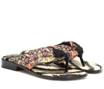 Bedruckte Sandalen aus Satin