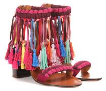 Verzierte Sandalen aus Leder und Veloursleder