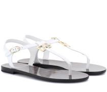 Verzierte Sandalen aus Lackleder