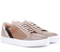 Sneakers aus Leder und Canvas