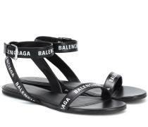 Bedruckte Sandalen aus Leder
