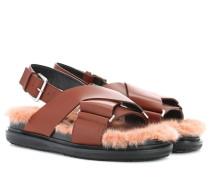 Sandalen aus Pelz und Leder
