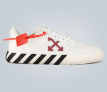 Sneakers mit Arrow-Details