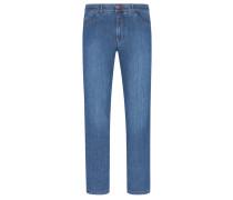 Jeans mit leichten Ausbleichungen in Blau