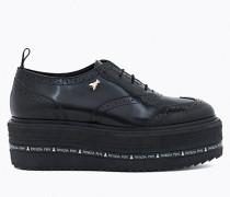 Schuh aus glänzendem, geschmirgeltem Leder