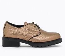 Schnürschuh mit laminierten Schuhbändern