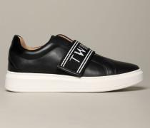 Sneakers mit Logo Streifen