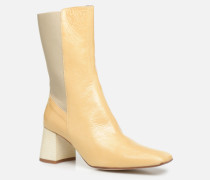 Judita Stiefel in beige