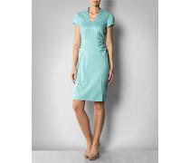 Kleid mit seitlich geraffter Taille