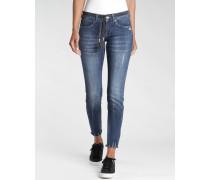 Faye Skinny Fit Jeans mit Gürtel und verkürztem Bein