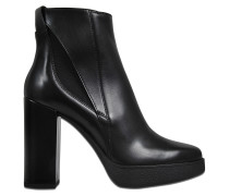Ankle boots with elastic inserts
