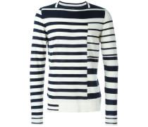 Pullover mit asymmetrischen Streifen