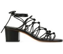 Sandalen mit verknoteten Riemen
