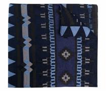 Strickschal mit geometrischem Muster