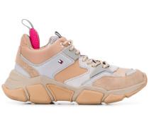 Hiking-Sneakers mit Einsätzen