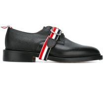 Derby-Schuhe mit Riemen