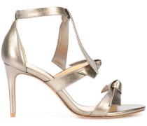 Metallische Sandalen mit Schleifen
