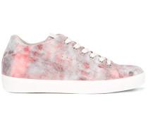 Sneakers mit MarmorEffekt