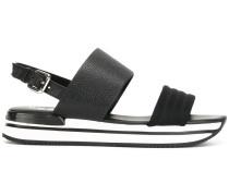 Sandalen mit gestreifter Sohle