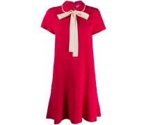 Kurzes Kleid mit Schleife